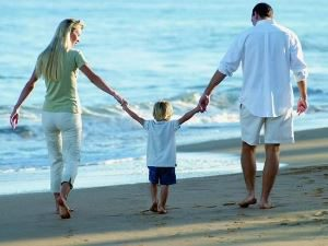 Дружеские отношения взрослых и детей в семье