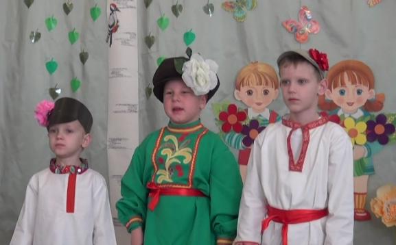 дети в русских костюмах